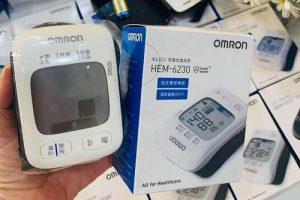 Review máy đo huyết áp Omron Hem 6230-1